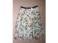 Pretty F&F Ladies' Pleated Skirt, Size 14 - Tag still attached