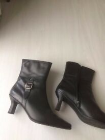 Boots- Black Leather Carvelle Flex Size 7- Brand New