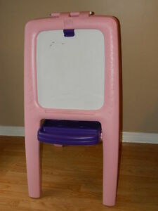 Step 2 Easel Pink & Little Tikes Cook 'N Grill Kitchen