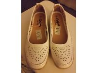 Ladies white size 3 shoes