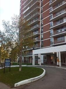 BEAUTIFUL 2 BEDROOM ON HURONTARIO & LAKESHORE (UTILITIES INCL)