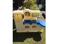 Little Tikes Large Country Kitchen +lots of accessories
