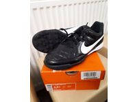 Nike Jr Tiempo Rio ii Football Boots size 4 brand new