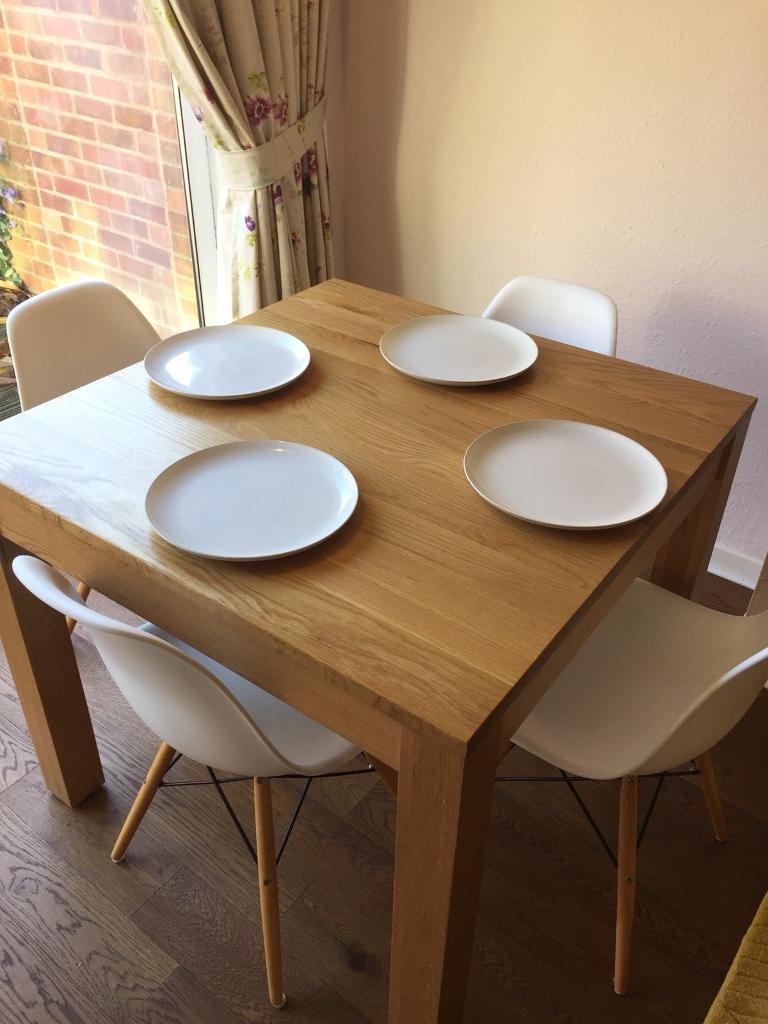 Oak table for 4 people. Lovely condition!
