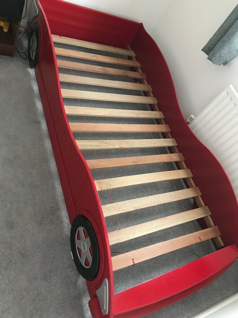 Racing car bed frame in excellent condition