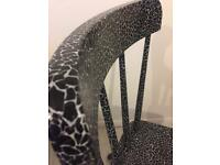 Black&white giraffe chair