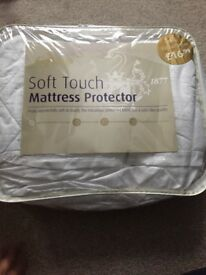 Kingsize mattress protector
