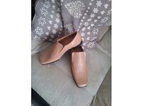 Men's Light Tan Shoes size 9