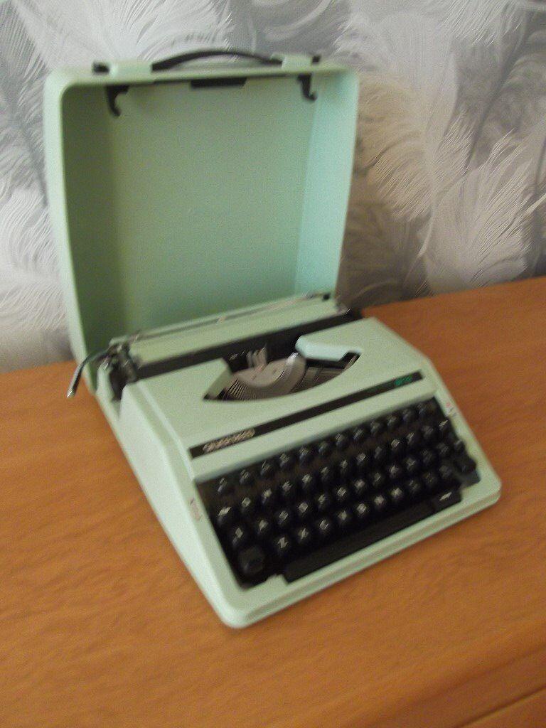Retro Typewriter In Hornchurch London Gumtree