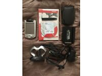 Compaq iPaq Pocket PC Model 3870 H3800 Series + 1GB SD Card + 3x Stylus + 2x Case