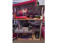Doll house for sale £25