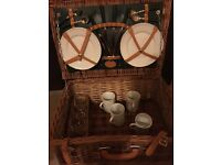 Picnic hamper for 4 M&S unused