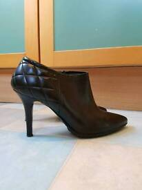 Womens' Italian black leather ankle boots size 6.5