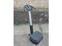 Vibrating power plate exercise machine