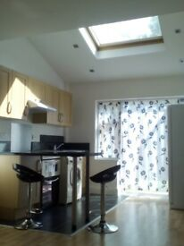 Large Bright Self contained Studio Flat in Pinner with garden patio incl. bills