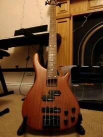 Vintage V940 bass guitar