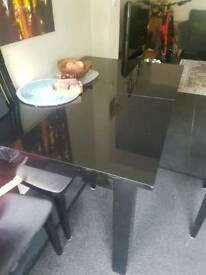 Dinner table and chairs (expandable) black gloss