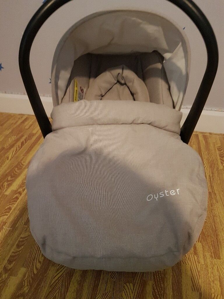 Oyster2 car seat with pram adapters. Like new from a smoke and pet free home.