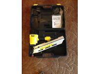 Nail Gun ,21 degree round head air frame nailer + over 2000 nails to fit nailer. VGC £95