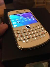Blackberry bold 9900 white mint