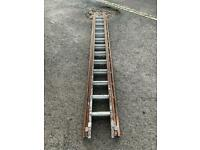 Wood and aluminium triple extension ladder 13x3