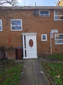 REFURBISHED 4 BEDROOM PROPERTY STUDENTS AND PROFESSIONALS WELCOME