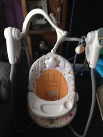 Swinging baby seat musical