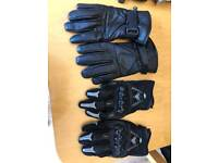 2 pairs of motorbike gloves with protection