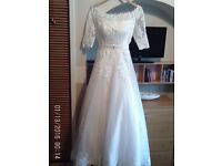 WEDDING DRESS. ADELE LAURENT SIZE 10/12