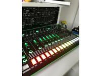 Roland aira TR-8 rhythm performer ( drum machine )