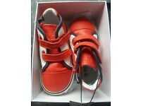 Hugo boss toddler size 7 trainers