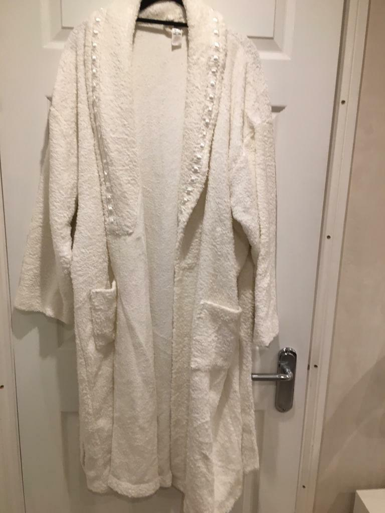White Towelling Dressing Gown In Yateley Hampshire Gumtree