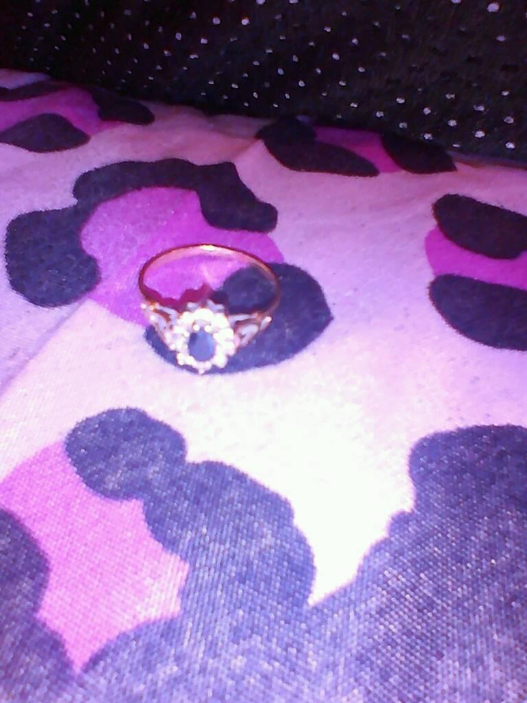 9ct gold diamond shapphire ring