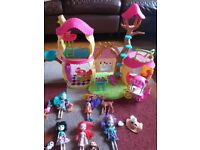 Enchantimals Play House with 5 Figures and Accessories res