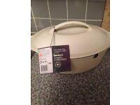 Cast iron oval casserole dish