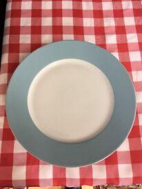 8 Dinner plates