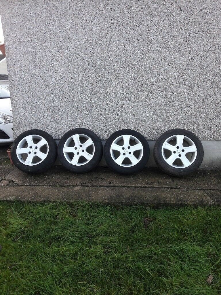 Set of peugoet 16in alloy wheels