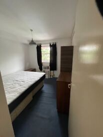1 bedroom flat near the town centre with parking.