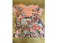 Oasis top size 8