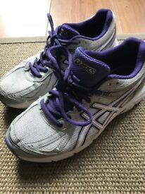 Girls/Ladies ASICS Trainers Size 4 (euro 37) ideal for netball/basketball/athletics/running