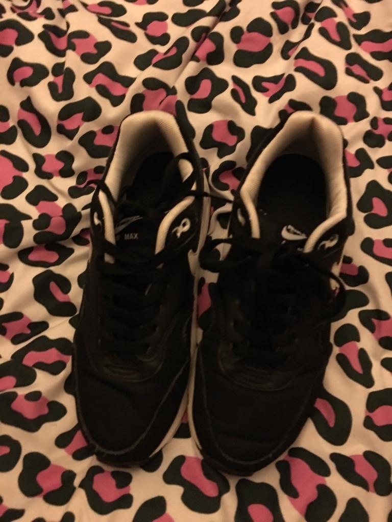 pretty nice 77c89 fd4ab Women s men s black Nike air max 1 (size 5)