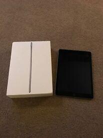 iPad Air 2 with cuellear + wifi