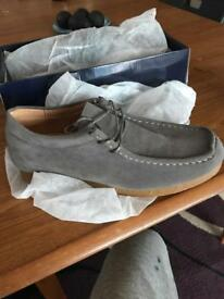 Wallabees. Men's boys shoes size 10