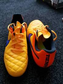 FOOTBALL BOOTS ALL DIFFERENT SIZE