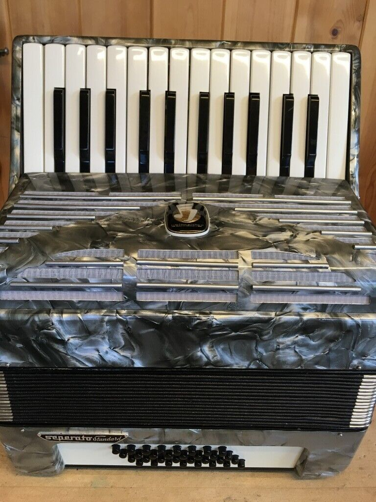 Weltmeister Separator Standard, 32 Bass, 2 Voice, Piano Accordion  | in  Loanhead, Midlothian | Gumtree