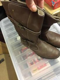 Brown leather boots size (37) 4 (need polishing)