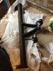 Land Rover Tow Bar. Bolts and parts as showed on pics, no electrics