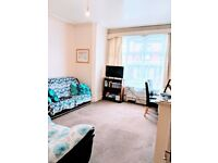 SPACIOUS 1 BED FLAT FULLY FURNISHED IN ROUNDHAY OFF STREET LANE