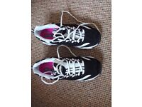 Skechers air-cooled size 7