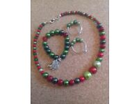 Green and red jewellary set